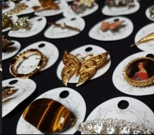 Vintage costume jewellery wholesale, brooches, necklaces, earrings etc
